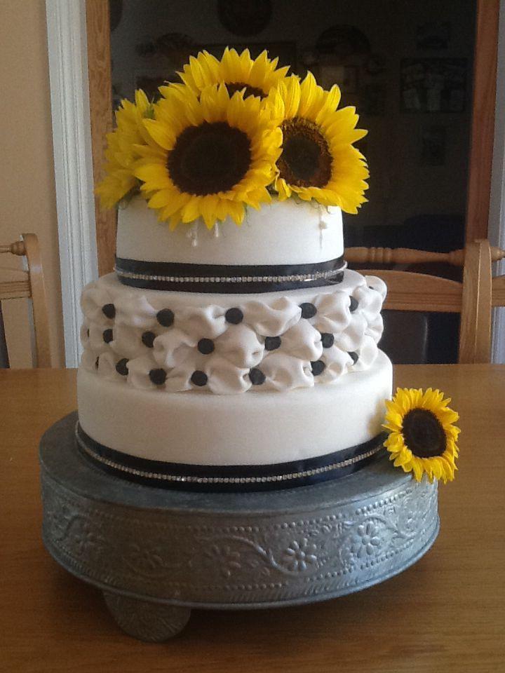 Wedding cake #sunflowers
