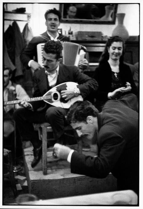 ΠΕΙΡΑΙΑΣ 1953. Ζεϊμπέκικος !!! Photo: Henri Cartier Bresson.