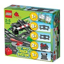 Lego Duplo - Ensemble d'éléments pour le train - 10506  - marque : Lego Embarquez pour des possibilités de jeux infinies, avec l'ensemble d'éléments pour le train LEGO DUPLO ! Comprend 8 rails courbes, 5 rails droits, 2 ensembles d'aiguillage et un ... prix : 24.99 €  chez Toys R us #Lego #ToysRus