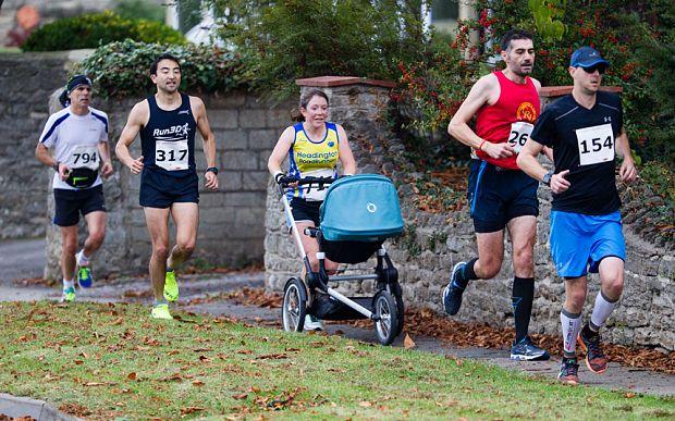 Une maman bat le record du marathon avec une poussette  2Tout2Rien