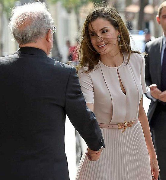 Queen Letizia wore Hugo Boss Diblissea Dress and UTERQUE Leather Belt with Dragonfly Buckle, Jewels Coolook Sarin Earrings