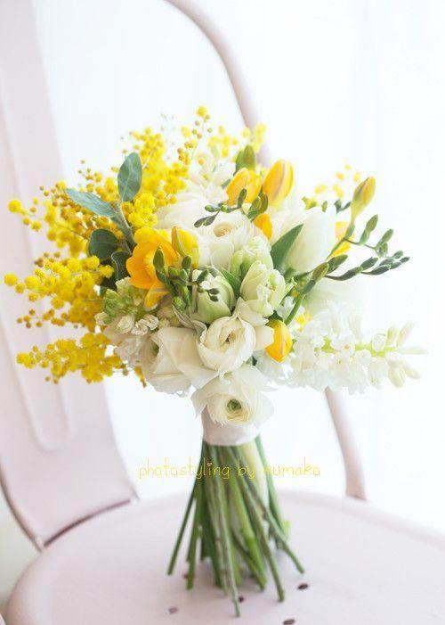 白と黄色がかわいいブーケ♡ミモザのフワフワ感がなんともおしゃれ♪ウェディングドレスに似合うブーケまとめ一覧♡