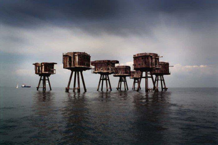 Британские морские форты. Это морские форты Манселла (Maunsell Sea Forts), служившие зенитными башнями во время войны и входившие в систему противовоздушной обороны Великобритании.