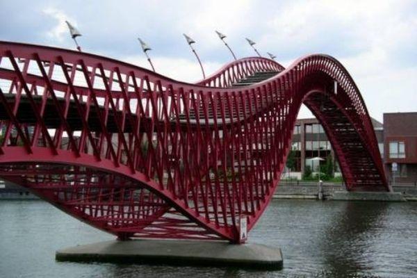 Python Brücke-pythonbrug Amsterdam-anakonda lang außergewöhnlich