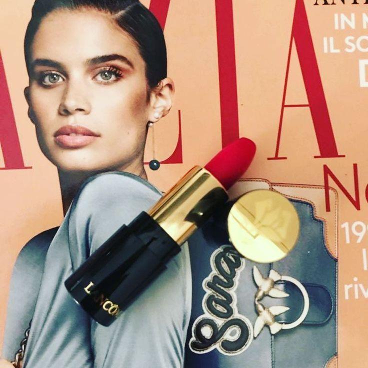 buongiorno!!!! l'edicola ultimamente da grosse soddisfazioni! da oggi con il giornale grazia trovate la mini size ( adorooooo) del rossetto l'absolu rouge effetto mat di @lancome il mio e' il num. 378 ma se ho capito bene c'e' solo una colorazione ed  e' un rosso/fucsia bellissimo!!! grazia + rossetto € 1,50 ������ #makeup #instamakeup #cosmetic #cosmetics #TFLers #fashion #eyeshadow #lipstick #gloss #mascara #palettes #eyeliner #lip #lips #tar #concealer #foundation #powder #eyes #eyebrows…