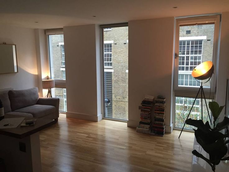 Apartment in London, United Kingdom. An immaculate modern apartment comprising an open plan living room / kitchen completed by a large bath / shower room and double bedroom. The apartment is situated in Oval and is just a 5 minute walk from both Oval and Stockwell Underground station...