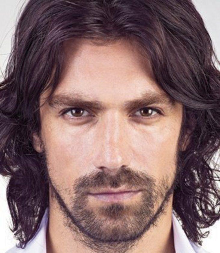 İbrahim Çelikkol, (d. 14 Şubat 1982, İzmit, Kocaeli), Türk dizi ve sinema oyuncusu, eski model. kova-aquarius