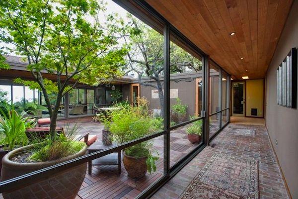 Serene mid-century modern home in Berkeley. Atrium design