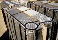 """Alfa Laval lanserer den nye servicemodellen Bank Plates, en slags """"forsikring"""" av kundens produktivitet ved skifte av varmevekslerplater. Det handler om et byttesystem for å minimere tap av produksjonstid når platene i varmeveksleren tas ut for service. Prinsippet er enkelt, men har et svært positivt utslag for kunden. Alfa Laval har bygd opp en omfattende """"bank"""" av nyoverhalte og grundig testede plater som omgående kan konfigureres for å erstatte plater som trenger service."""