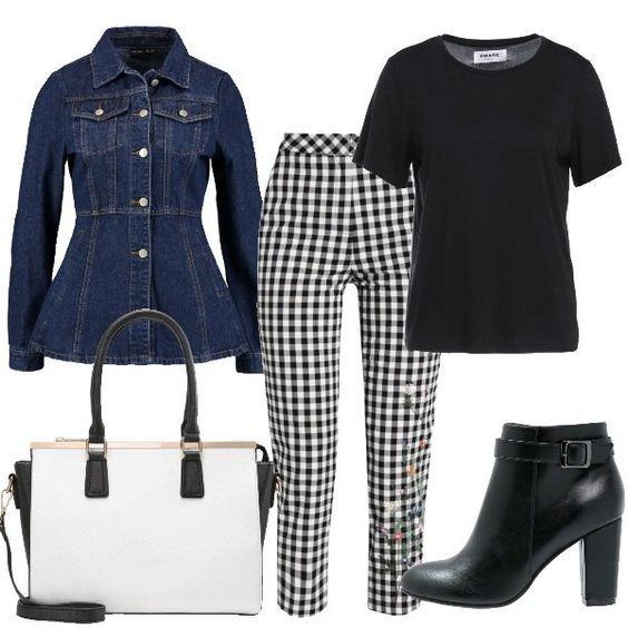 Un outfit improntato principalmente su due colori, il bianco e il nero. Il pantalone è un modello 7/8 a vita alta abbinato ad una t-shirt in cotone a manica corta. La giacca in jeans è sagomata in vita. La scarpa è uno stivaletto in ecopelle nera con tacco quadrato e fibbia alla caviglia. La borsa a mano è bicolore con dettaglio in metallo dorato.