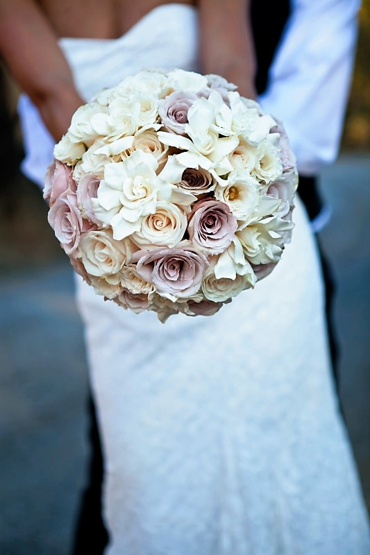 Neutral, champagne, blush wedding bouquet.Gorgeous! www.bellabloomflorals.com