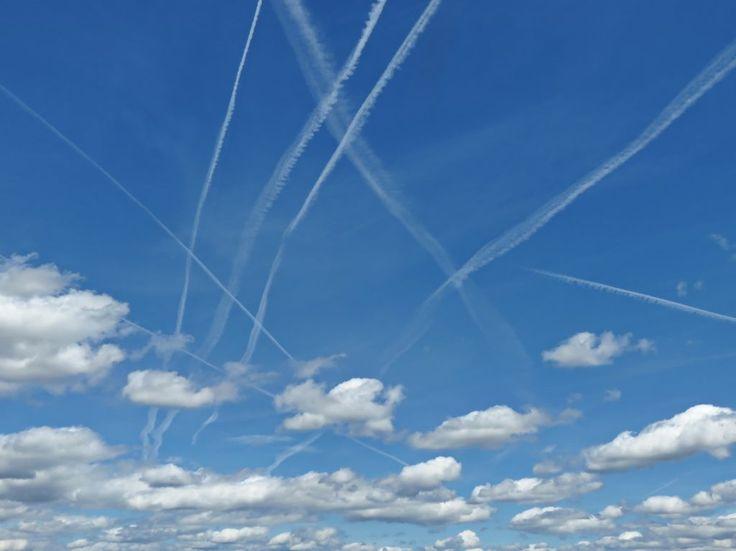 Was ist dran an der Cehemtrails-Verschwörungstherie ? Sind Kondensstreifen von Flugzeugen in Wahrheit staatlich gelenkte Chemie-Wolken ? Kondensstreifen von