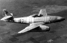 Primera generación de cazas de reacción - Wikipedia, la enciclopedia libre      El Me 262 fue uno de los primeros aviones a reacción y es el más conocido de la Segunda Guerra Mundial.