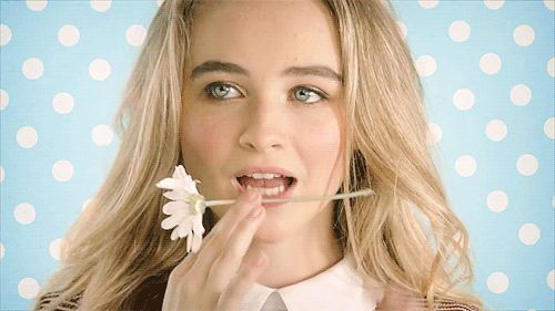 gifs de sabrina carpenter - Buscar con Google You gotta love someone that's funny