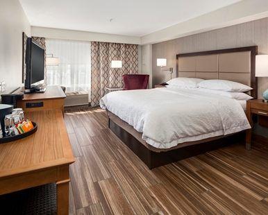 Hampton Inn & Suites Seattle-North/Lynnwood Hotel, WA - King Deluxe Suite