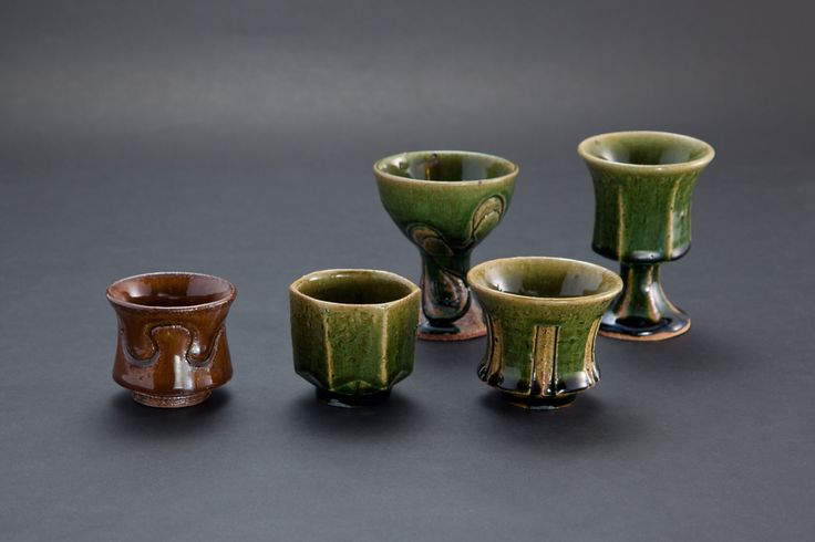 飴釉刻文ぐい呑(一番左)Sake Cup with engraved, amber glaze 2012
