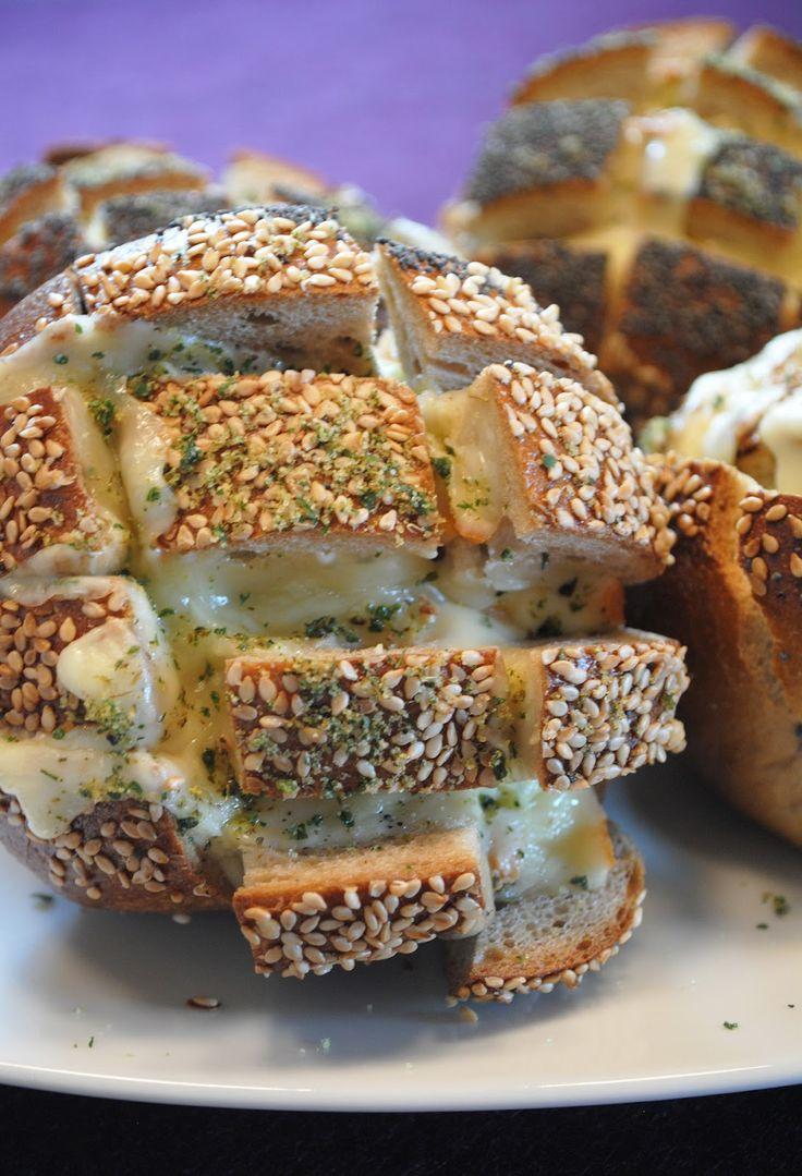 Küchenzaubereien: Zupfbrötchen mit Raclette-Käse