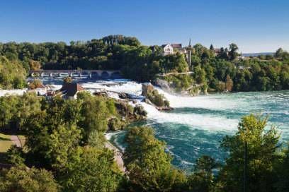 Der Rheinfall bei Schaffhausen ist der größte Wasserfall Europas und ein beliebtes Ausflugsziel