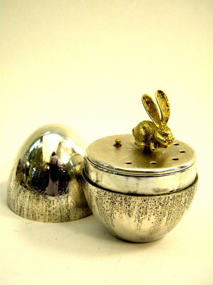 SOLID SILVER MUSIC BOX LONDON 1978 EGG SHAPED WITH RABBIT John Bull Antiques www.antique-silver.co.uk Silver Dealer London, UK