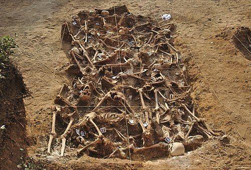 Spanish Civil War - Mass grave - Estépar, Burgos - スペイン内戦 - Wikipedia