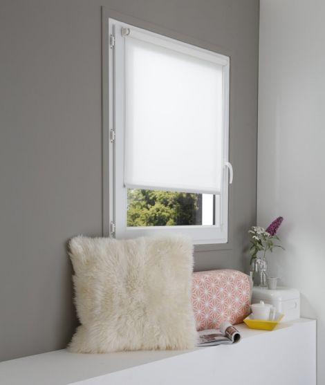 Découvrez le Store Enrouleur Tamisant Sans percer, parfait pour créer une atmosphère chaleureuse en toute simplicité.