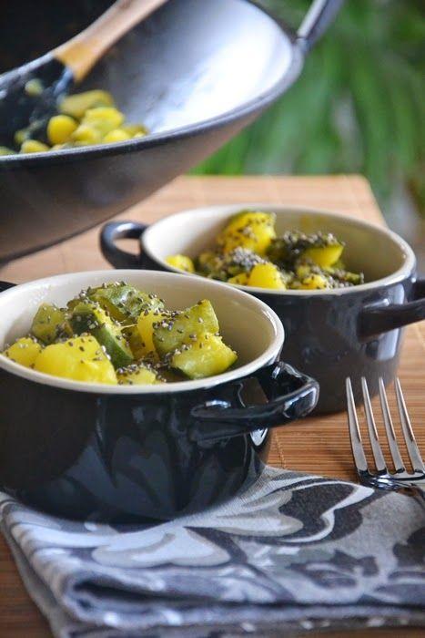 Mini cocotte in gres smaltato colore nero, spatola in silicone colore nero, Wok in ghisa smaltato @LeCreusetItalia #food #cucina #ricette #veggies #vegetarian