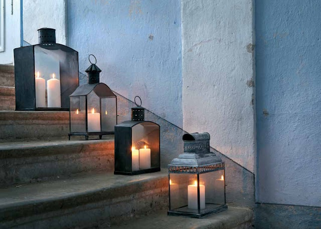 Great idea for night time lighting on the back deck steps, makes sense when coming up from the bonfire.