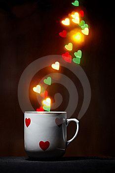 Imagen Libre de Derechos: Taza vapor de brillante corazones en ...