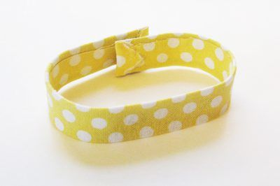 How to Make a Slap Bracelet. A slap bracelet was a fad in the 1980s. They are simple, metal bracelets made from measuring tapes. Just as with many fashions, slap bracelets are becoming popular again. Do one better: make a slap bracelet but give it your own personal twist.