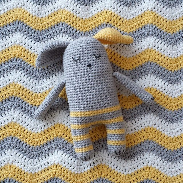 """""Gudule! Guduuule!! Guduuuuule!?"" - ""Chhhrrrrzzzzzz..."" #crochet #handmade #crafting #tendrecrochet #gudule #baby #blanket #rellana #cotton #attic24…"""