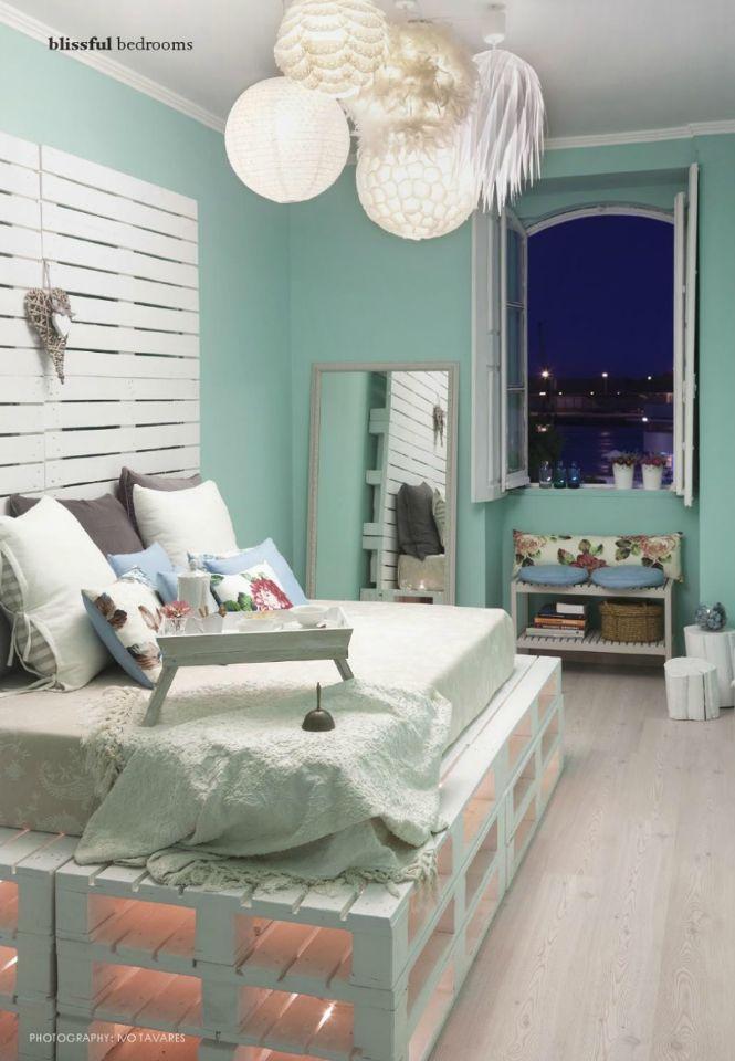 Referências: - texturas - cores - luzes do teto - iluminação da cama - altura da cama
