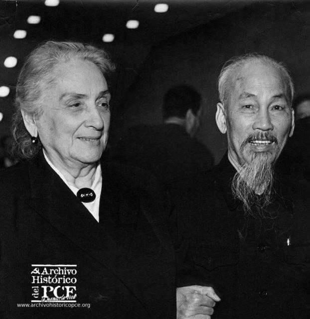 Ho chi Minh y Dolores Ibarruri en París, 1960