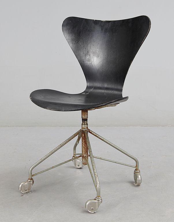 """SKRIVBORDSSTOL, """"Sjuan"""", Arne Jacobsen, Danmark 1950-tal."""