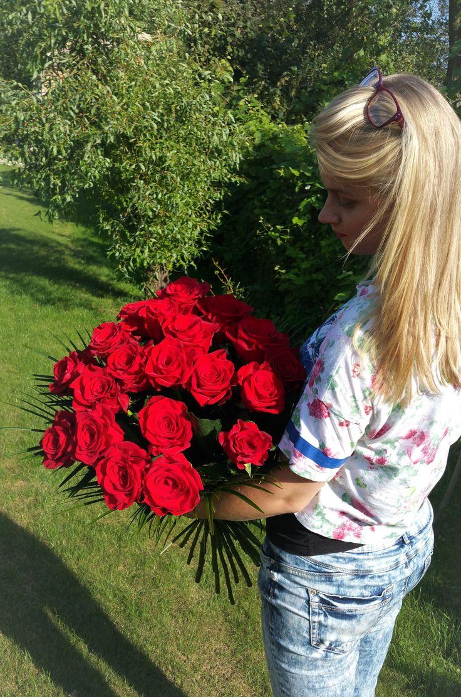 Narodeninová kytica z červených ruží.  #redroses #beautifulflowers #birthdaygift #birthdaybouquet #suprise #flowerdelivery #Slovakia #kvetyexpres