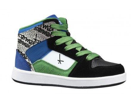 Tarmax 201SB985B Black/Blue/Green/White Kraftig skatersko til de smarte og trendy fyre. Skoen er fra brandet Tarmax, som sikre dig design der matcher den aktuelle mode. Skoen er smart til et par cowboybukser til skolebrug og i fritiden. Tarmax har fingeren på pulsen og skaber sko til en pris der er til at betale. Med Tarmax er der råd til to par sko.