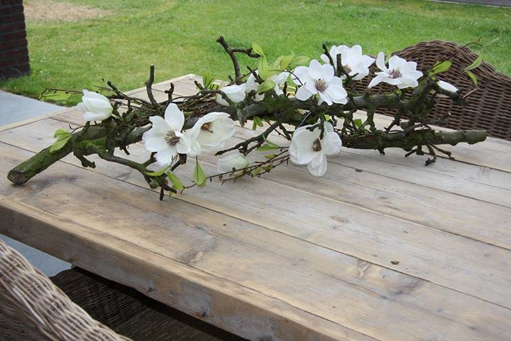 Decoratietak met zijde bloemen, kijk voor meer idee webshop decoratietakken www.decoratietakken.nl