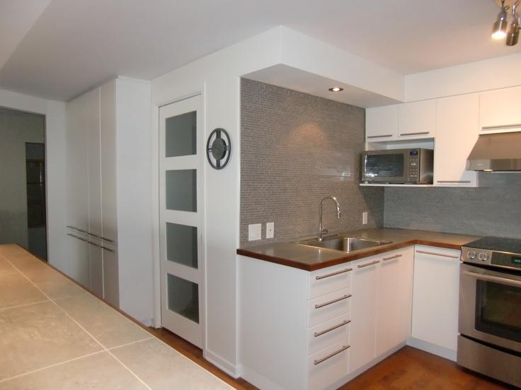 Armoire de cuisine moderne en thermoplastique blanc for Armoire cuisine moderne
