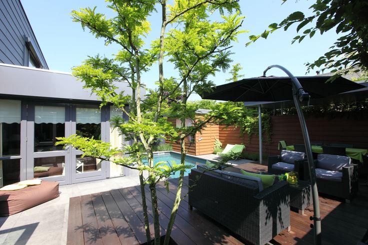 Kleine tuin met zwembad om te feesten