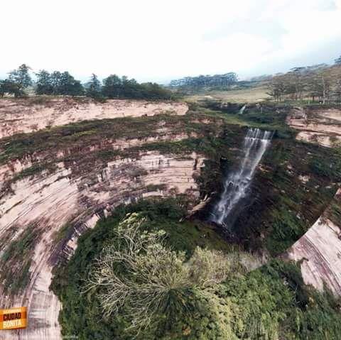 Salto el Duende Mesa de los Santos Santander Colombia Foto Alejo Portilla