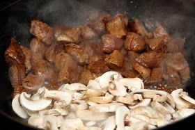 Benihana-- hibachi steak and mushrooms. 451 calories, 32 g of fat, 2 g of carbohydrates and 37 g of protein.
