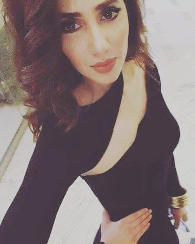 #mahirakhan #love #crush #black #poser ❤️