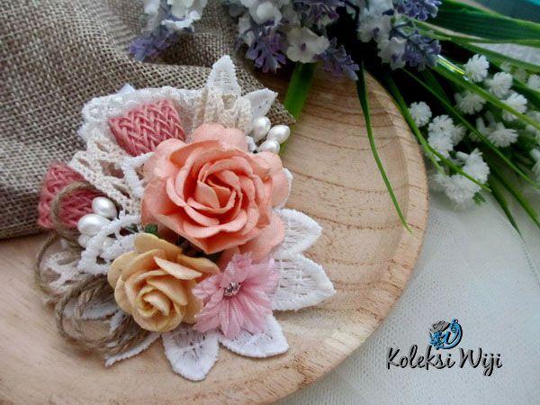 http://koleksiwiji.com/product/syanayumi Syanayumi Size : 7,5 cm Colours : perpaduan gradasi warna putih dan pink Materials : paper flowers, artificial flower, lace and beads  bros bunga, bros cantik, bros hijab, bros kain, Bros korsase, koleksiwiji, pins bros -  - #BrosBunga, #BrosCantik, #BrosHijab, #BrosKain, #BrosKorsase, #Koleksiwiji, #PinsBros -