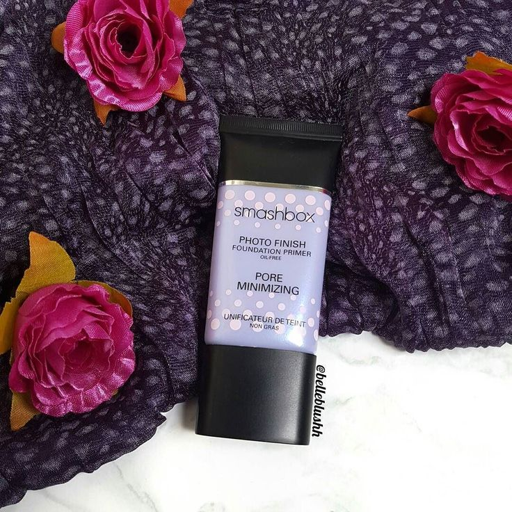 It's been a hot minute since I used the @smashboxsa Pore Minimizing Primer It used to be one of my favourites and when I finished up my tube almost a year ago I'm not sure why I never got around to purchasing it again  Can't wait to dig into this one and use it again. Definitely one of the best primers out there if you struggle with large pores  #belleblushh #makeup #makeuplover #makeupjunkie #makeupstash #makeupfix #fakeupfix #hudabeauty #blogger #beautyblogger #bbloggers #instagood…