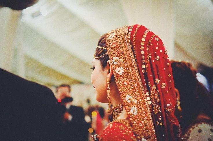 "60 Likes, 4 Comments - Fatima Tariq // Lighthouse (@fatima.lighthouse) on Instagram: ""Wedding B&N  #ftphotog #karachiweddings #winterweddings #d7100 #pakistanibride #buntokazmi…"""