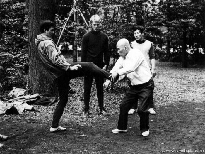 Sawai sensei explains how to to deal with a karate front kick.