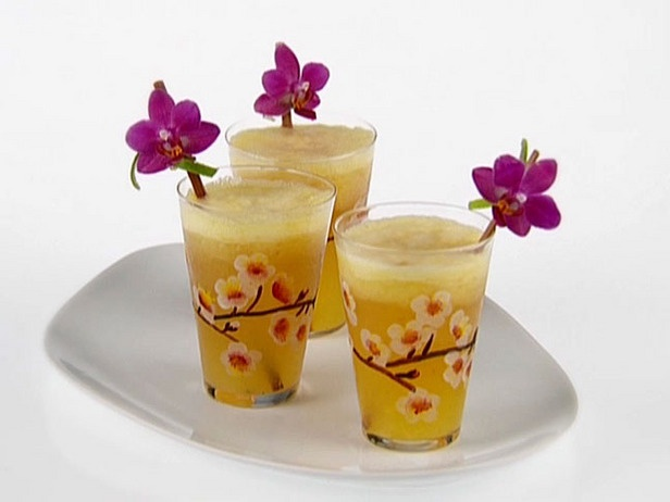 A nice picture of Aloha cocktail with orange juice !
