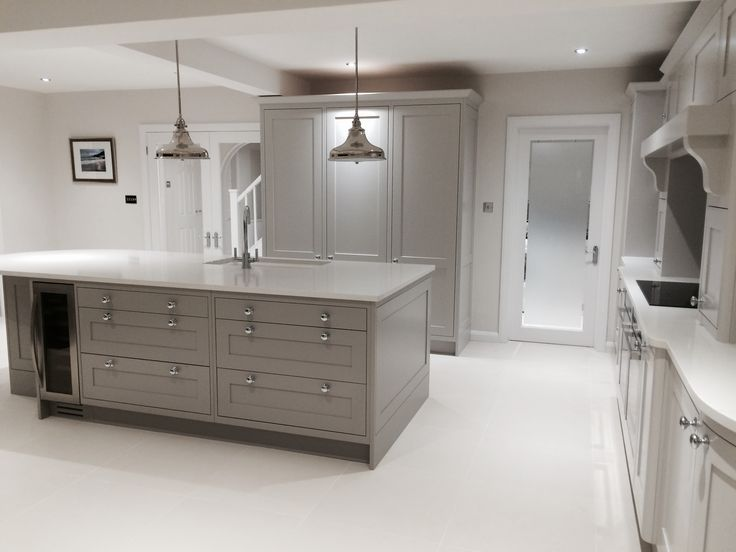 Handmade painted shaker kitchen with Carrara Bianco Quartz worktops