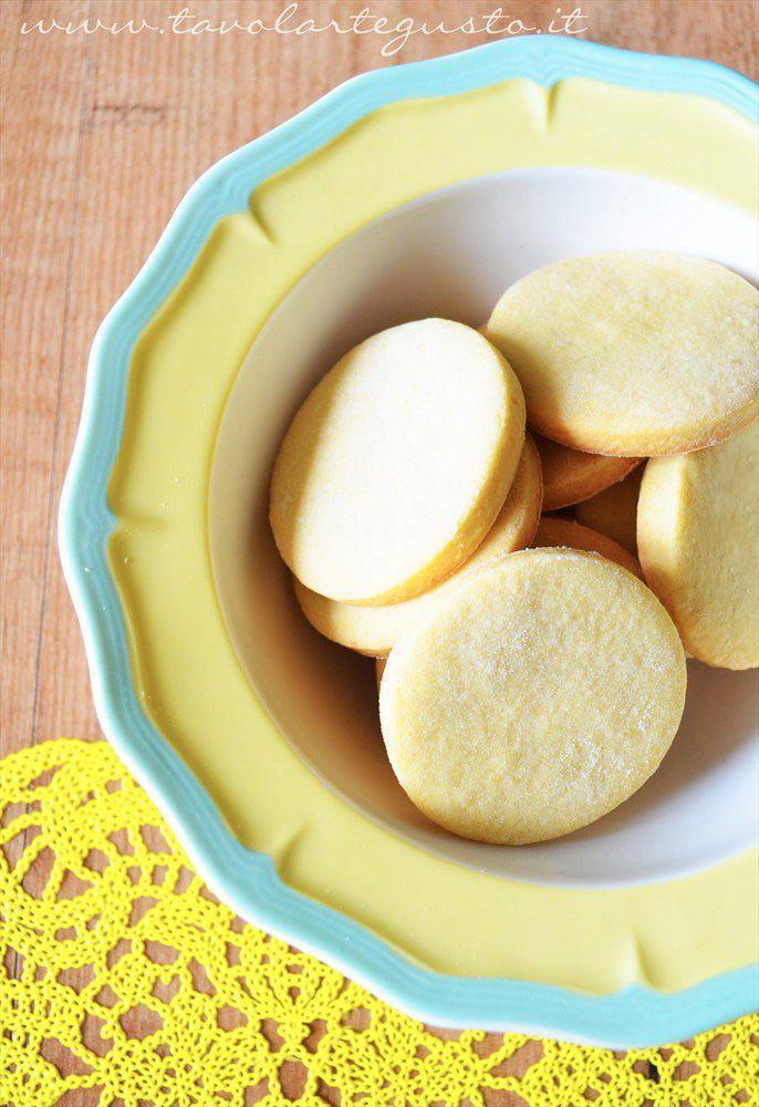 Biscotti al limone senza burro http://www.tavolartegusto.it/2012/05/29/biscotti-al-limone-senza-burro/