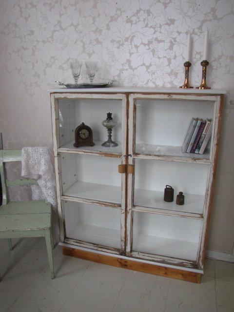 Romuritari - cabinet from old windows