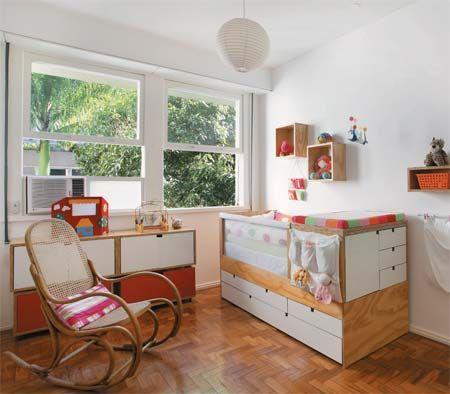 O quarto arejado e com muita iluminação natural conta com um berço que, no futuro, pode virar cama. O projeto é de Ana Paula Pontes e Gustavo Moura.